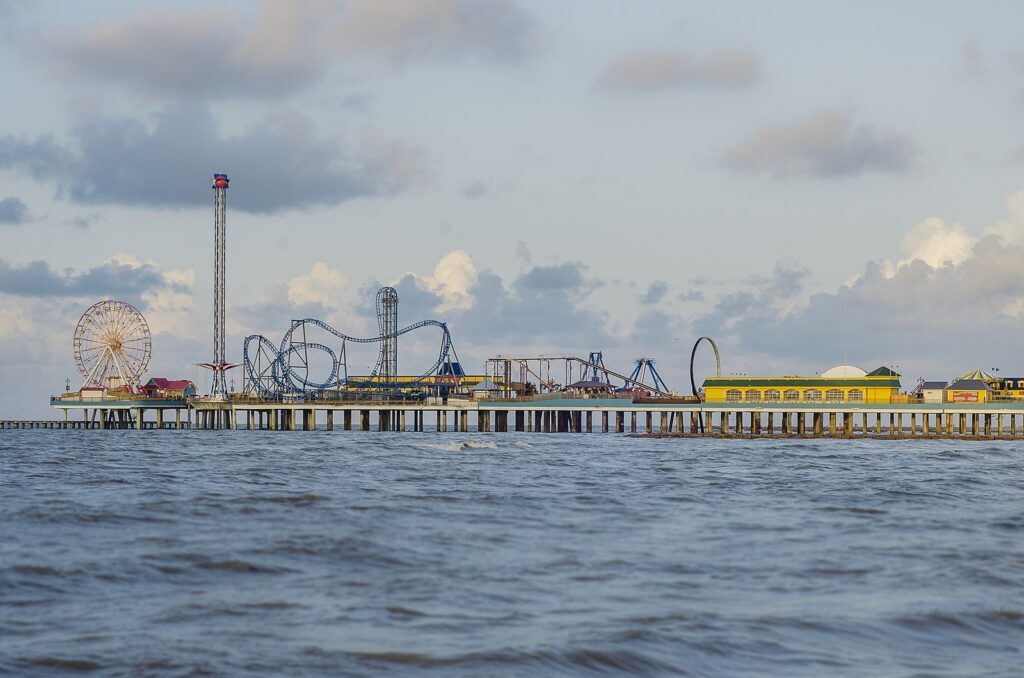 https://commons.wikimedia.org/wiki/File:Pleasure_Pier_in_Galveston,_Texas.jpg