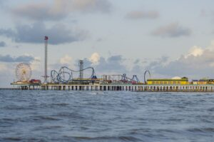 https://commons.wikimedia.org/wiki/File:Pleasure_Pier_in_Galveston,_Texas.jpg